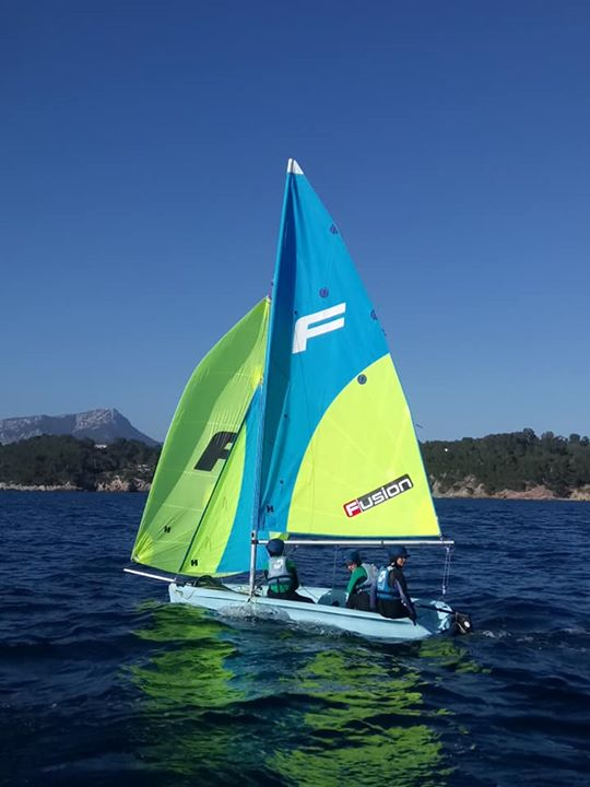 Naviguation sous spi en fusion, double trapèze en catamaran ou naviga...